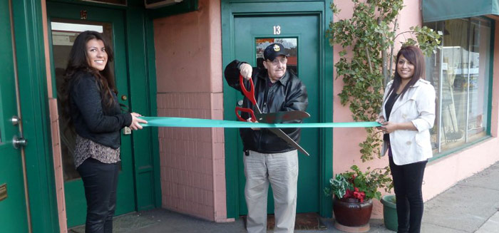 Eluxur-RIbbon-Cutting-1-(Nedie-Valencia,-Mayor-John-Gawlik,-Samantha-Sorensen)